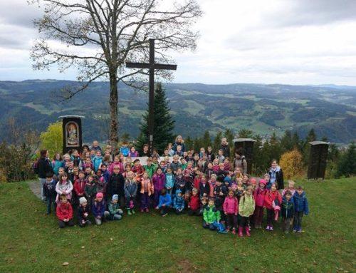 Die ganze Schule in Aktion: Wanderung auf den Hörnleberg